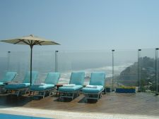 Miralores Park Hotel rooftop pool and spa